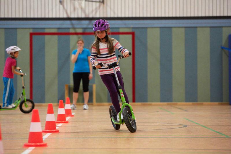 Bewegung Reaktion Verkehrserziehung Grundschule Turnhalle Gleichgewicht Kompetenzen