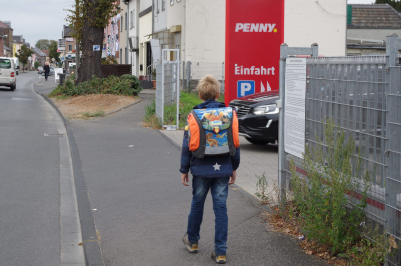 Gefahren Schulweg Sehen Einfahrt Ausfahrt Sichthindernis Verkehrserziehung Grundschule Kinder Mobilitätsbildung
