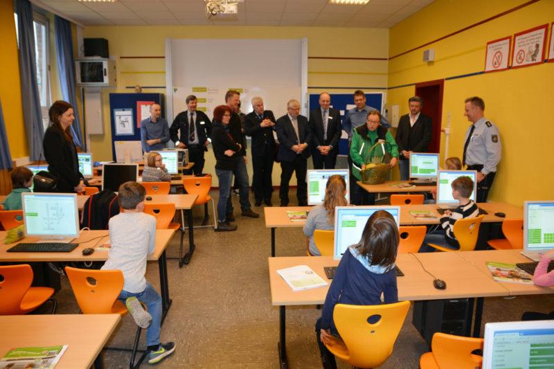 Gefahren Meistern Oberhausen Auftaktveranstaltung Grundschule Verkehrssicherheit Verkehrswacht