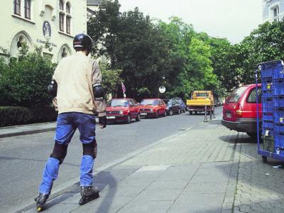 Inline Skaten Skater Und Andere Verkehrsteilnehmer Autofahrer Pkw Ausfahrt Sekundarstufe Verkehrserziehung Mobilitaetsbildung N