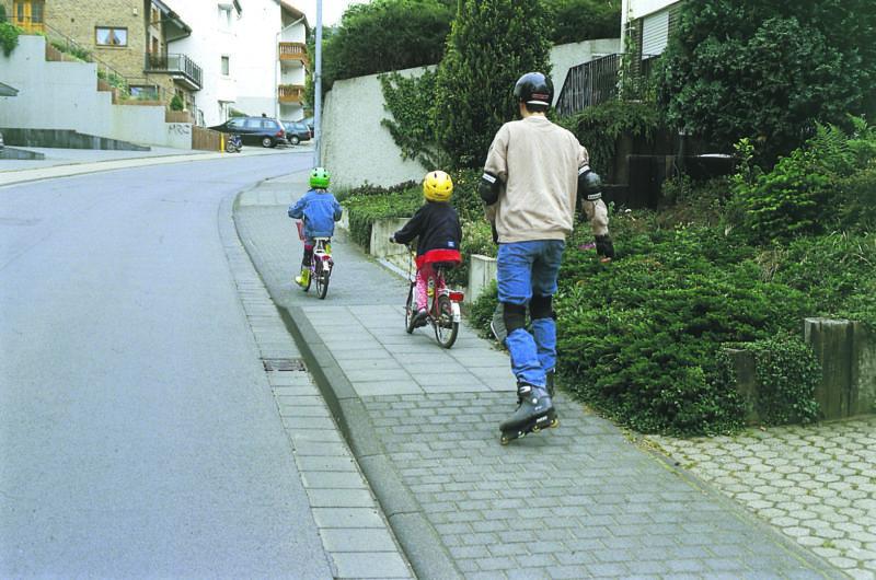 Inline Skaten Skater Und Andere Verkehrsteilnehmer Fussgaenger Kinder Sekundarstufe Verkehrserziehung Mobilitaetsbildung
