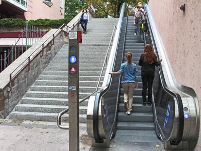 III. Eine Rolltreppe benutzen