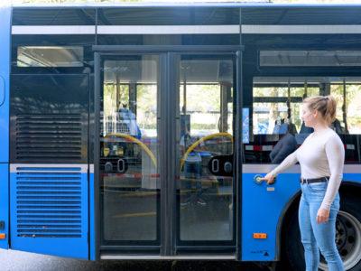 Mobil Teilhaben Bus Fahren Lernen Tuere Auf Schritt 1