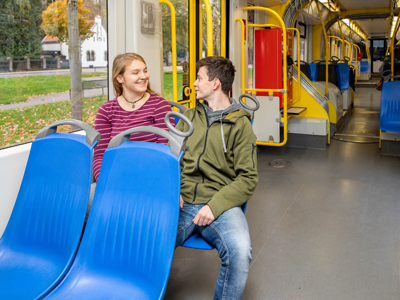 V. In der Bahn