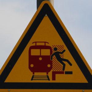 Mobil Teilhaben Verkehrserziehung Geistige Behinderung Bahn Fahren Lernen Logo Symbol Zeichen Sicherheitsstreifen