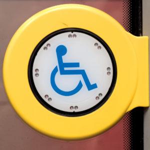 Mobil Teilhaben Verkehrserziehung Geistige Behinderung Bahn Fahren Lernen Taste Knopf Rollstuhlrampe
