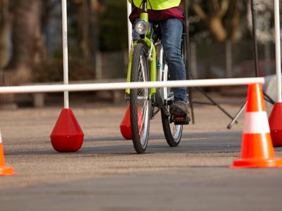 Auf- und Absteigen vom Fahrrad