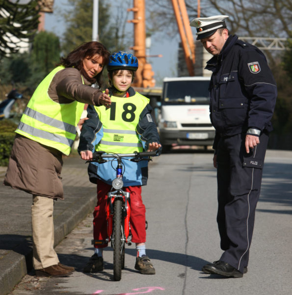 Radfahrausbildung Übungsprogramm Grundschule Klasse 4 Polizei Straßenverkehr Verkehrserziehung Praxis Eltern
