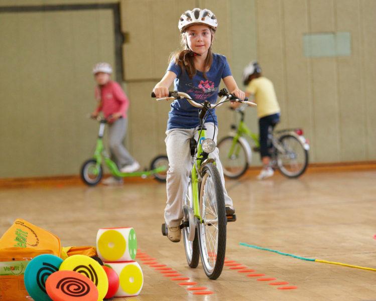 Radfahrausbildung Verkehrserziehung Grundschule Velofit Turnhalle Eingangsklassen