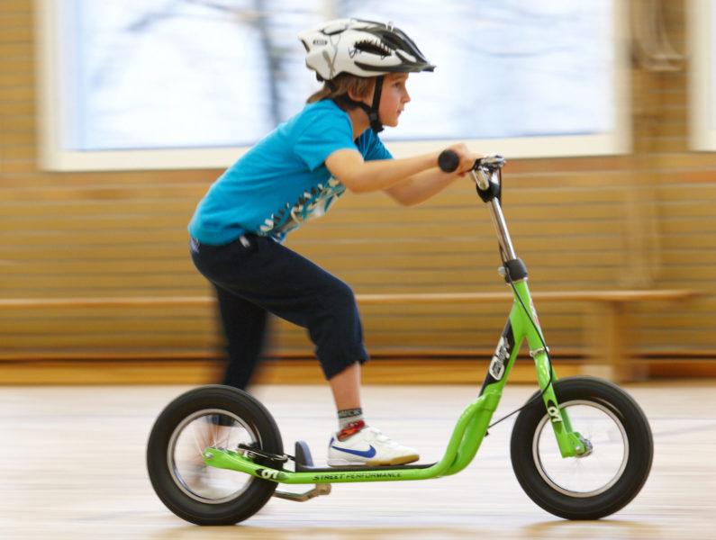 Radfahrausbildung Verkehrserziehung Grundschule Velofit Turnhalle Roller Kopie