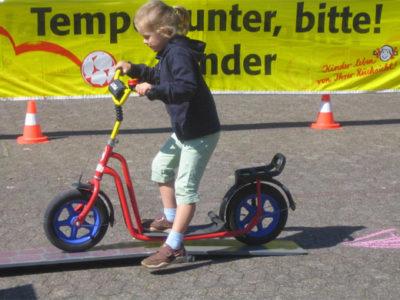 Roller Verkehrserziehung Kinder Balance Gleichgewicht Motorik Bewegung