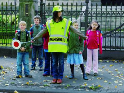 Schülerlotsen Ab Ue 5 1 Verkehrshelfer Ausbildung Übungseinheit 5 Sicherung Überweg Warten Überqueren Straße