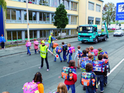 Schülerlotsen Ab Ue 5 3 Verkehrshelfer Ausbildung Übungseinheit 5 Sicherung Überweg Warten Lücke Übergang
