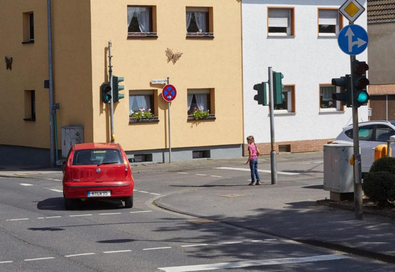 Schulweg Gefahrenbewusstsein Straßenverkehr Kinder Grundschule Schulwegtraining Ampel