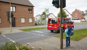 Schulweg Klasse 1 Schulwegwahl Verkehrserziehung Ampel