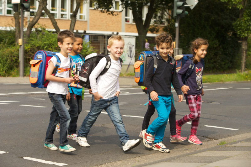 Schulweg Klasse 1 Wann Darf Ein Kind Alleine Gehen Schulwegwahl Verkehrserziehung