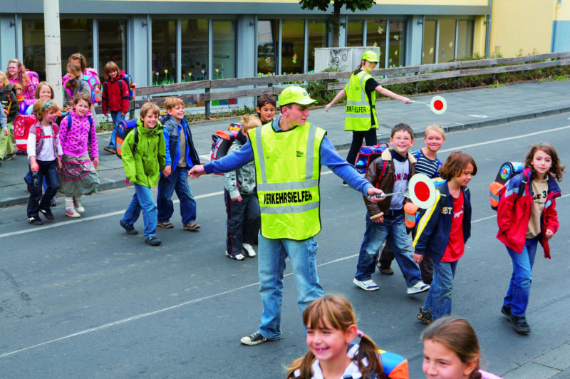 Schulweg Schülerlotsen Verkehrserziehung Grundschule Gefahren Schulwegsicherheit