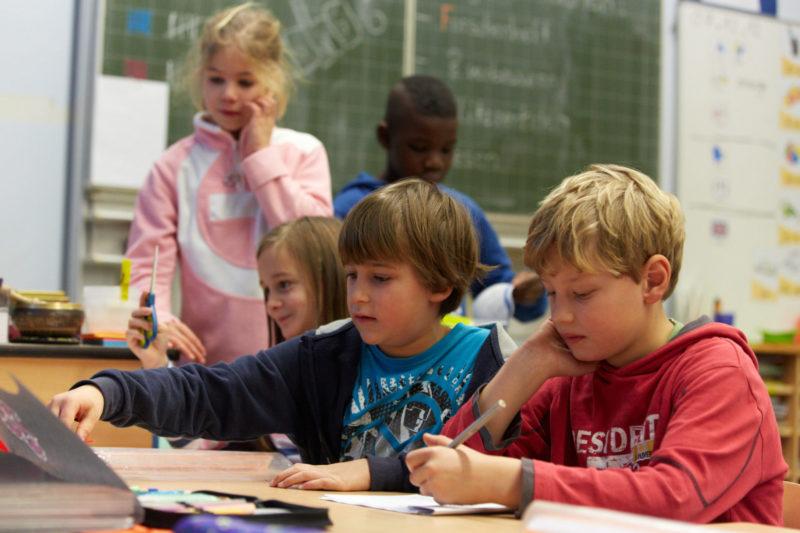 Schulweg Verkehrserziehung Grundschule Schulwegsicherheit Gefahren