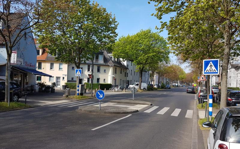 Schulweg Verkehrserziehung Grundschule Schulwegsicherheit Gefahrenmittelinsel Ueberweg