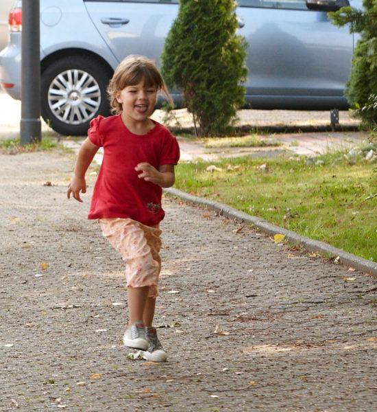 Straßenverkehr Kinder Konzentration Gefahrenwahrnehmung Ablenkung