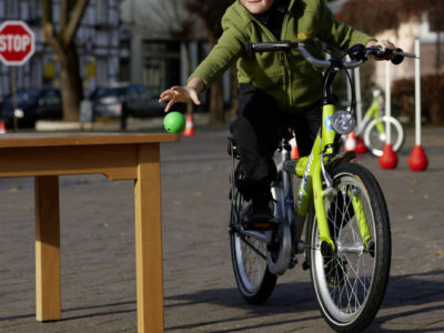 Ab Klasse 3: Übungen mit dem Fahrrad