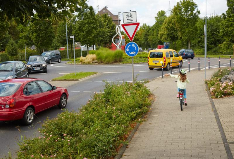 Velofit Radfahrausbildung Bewegung Motorik Bewegungsfoerderung Ganzkoerperkoordination Handzeichen Geben Grundschule
