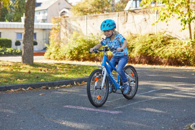 Verkehrserziehung Kinder Spielefahrrad Balance Gleichgewicht Bremsübung