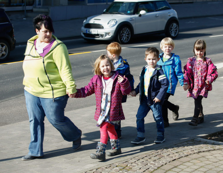 Verkehrserziehung Kindergarten Ausflüge Straßenverkehr Ortsbezug Bewegungsförderung