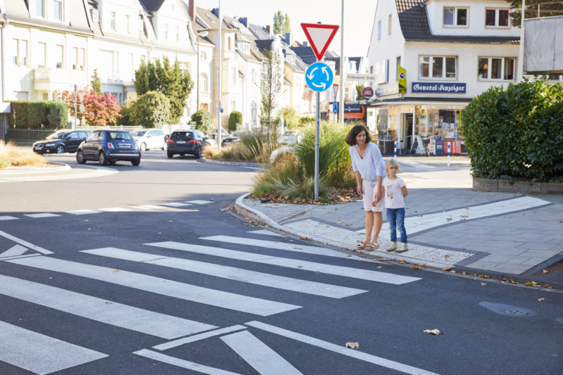 Verkehrserziehung Kindergarten Straßenverkehr Elternarbeit Straße überqueren