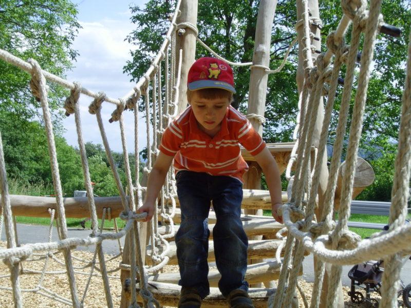 Verkehrssicherheit Kinder Straßenverkehr Bewegung Bewegungsmuster Motorik üben 2