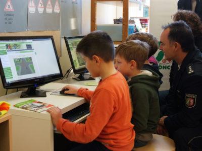 Verkehrswacht Die Radfahrausbildung Vw Moenchengladbach Aktion Schueler Online